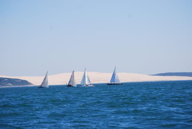 la dune du Pyla vue du Bassin d'Arcachon