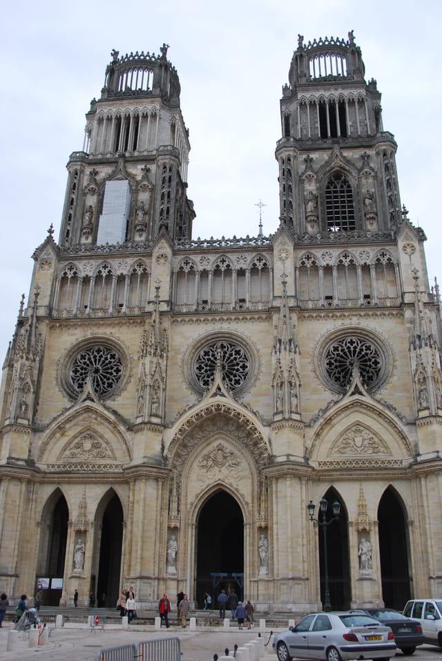 la façade de la cathédrale d'Orléans