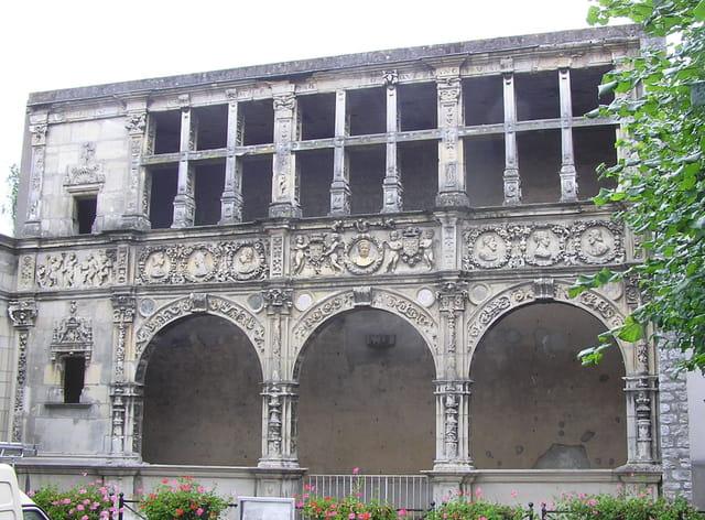La façade François 1er à Moret