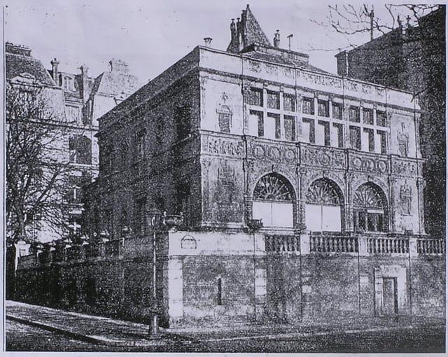 La façade François 1er de Moret-sur-Loing (transportée à Paris)