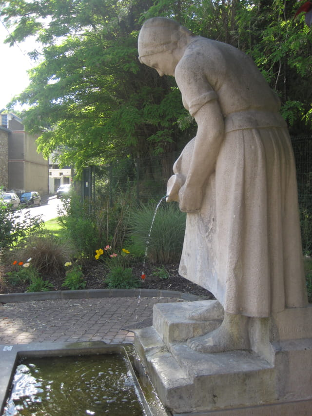 Fontaine, rue des Prairies