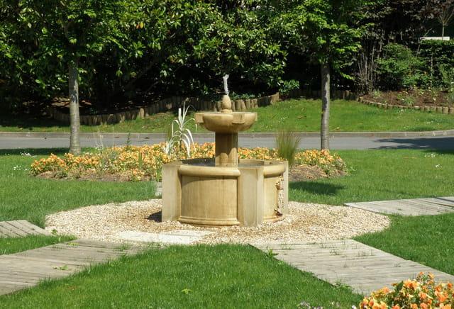 La fontaine des jardins de l'Hôtel de Ville