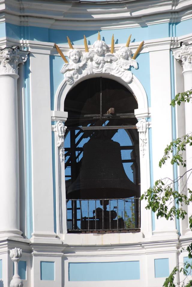 la grosse cloche de l'église de Saint Nicolas des Marins
