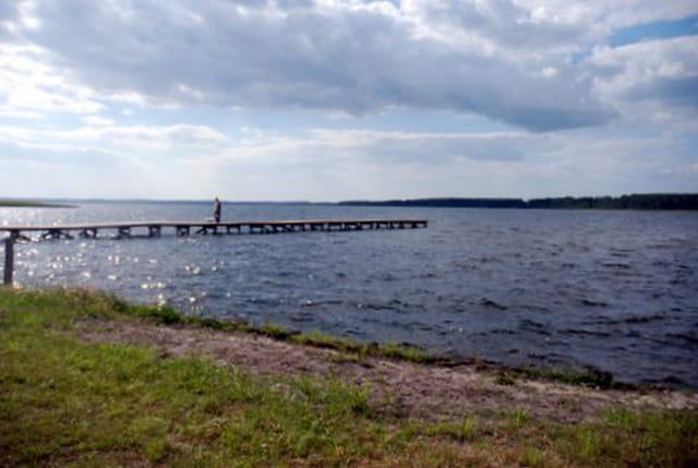 la jetée sur le lac