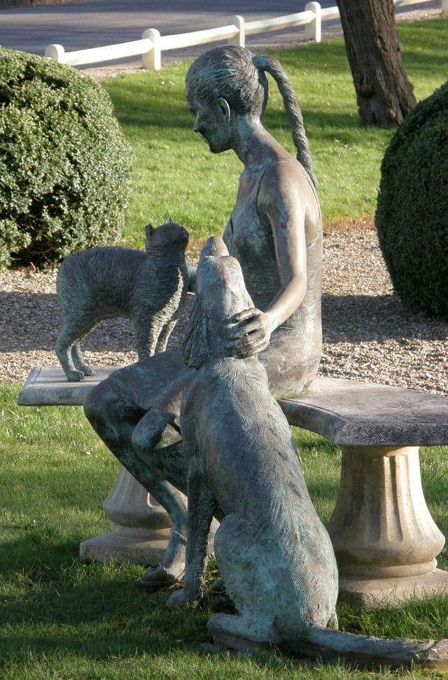 La jeune femme, le chat, le chien
