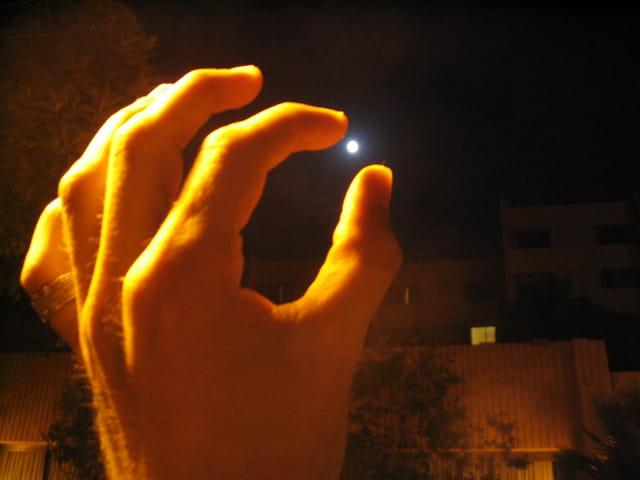 La lune a portée de main