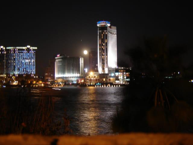 La lune vue des bords du Nil