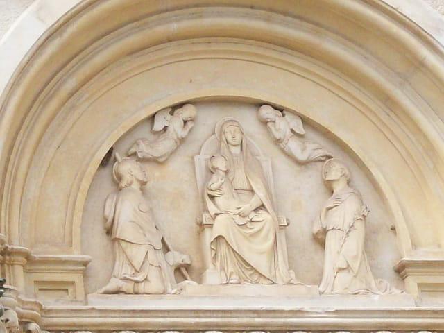 La Madone et l'enfant en haut-relief