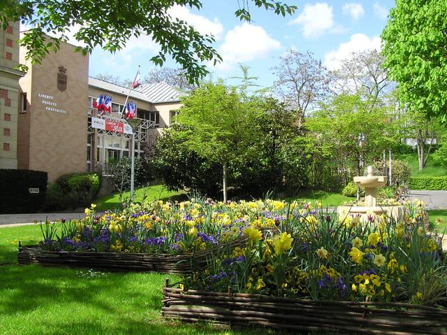 La mairie dans les fleurs