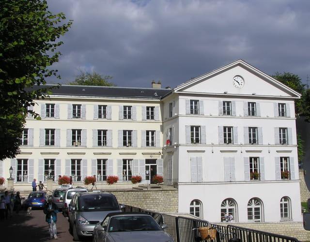 La Mairie de Carrières, côté parc