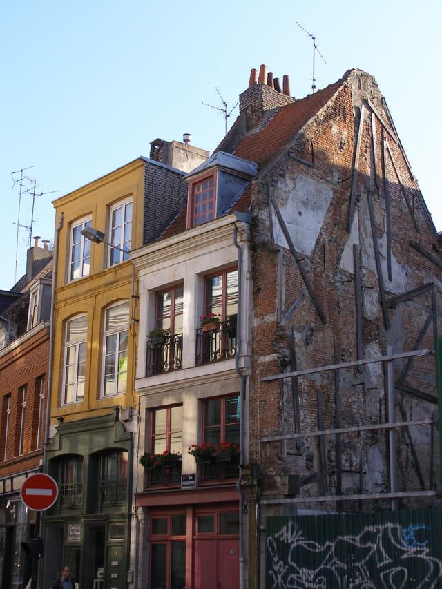 Maison disparue dans un incendie vers 1980 et en attendant tient pour le plaisir de qui ?