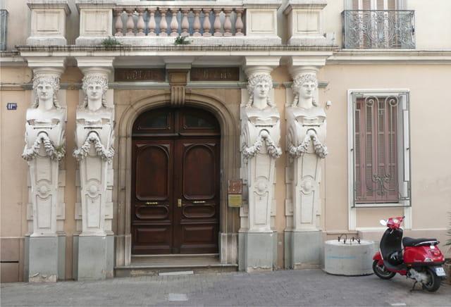 La maison à la Vespa rouge