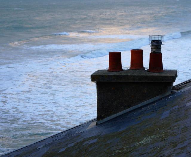La maison dans les vagues ...