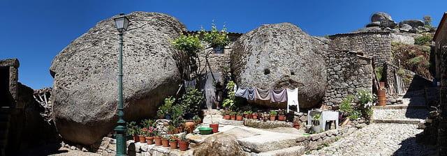 La maison entre les rochers par guy moll sur l 39 internaute - Maison entre les rochers ...