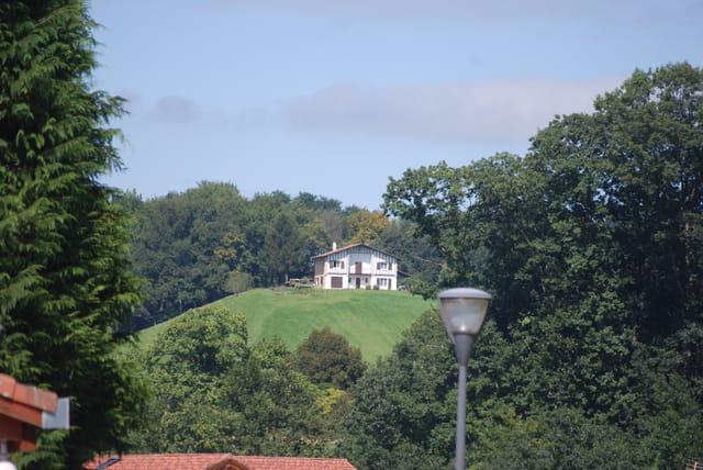 La maison sur la colline par genevieve lapoux sur l 39 internaute for Maison sur colline