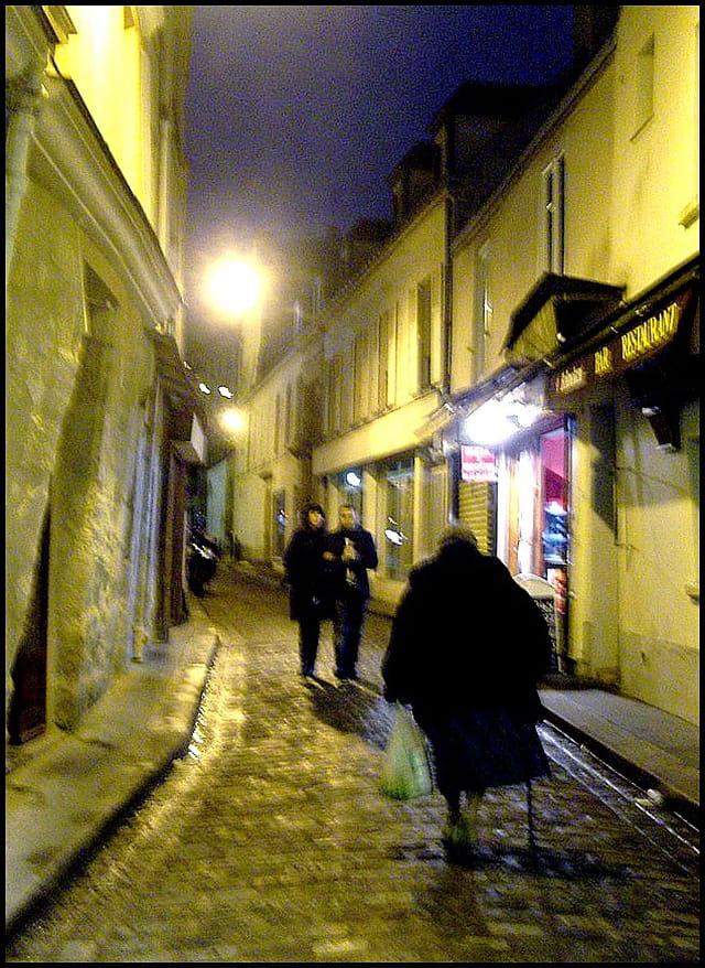 La nuit tombe sur la rue Daubenton