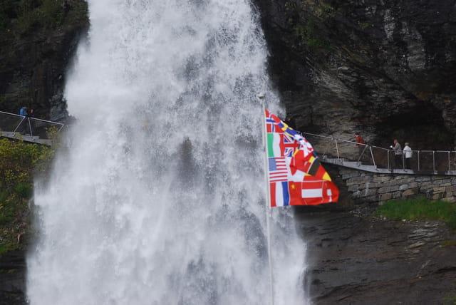 la passerelle de la cascade de Steinsdal