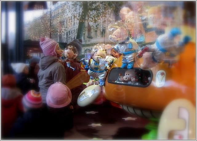 La petite fille et les jouets