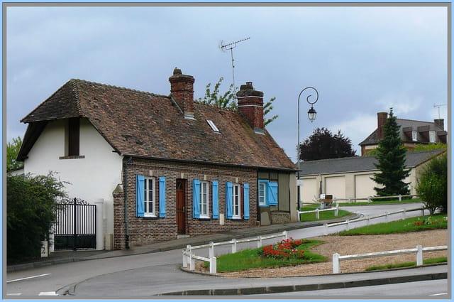 La petite maison aux volets bleus
