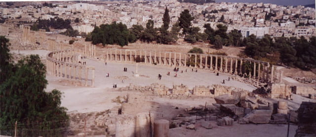 La place ovale (ou forum)