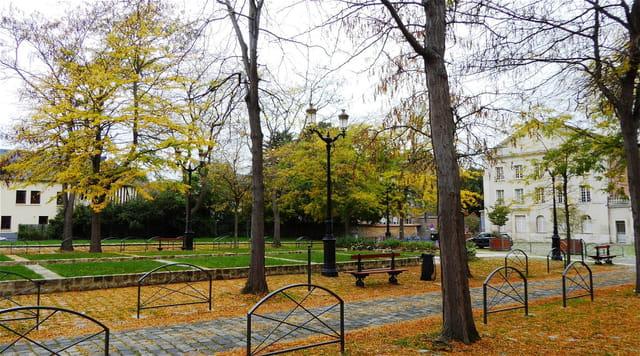 La place St Taurin en automne (01/10/2017)