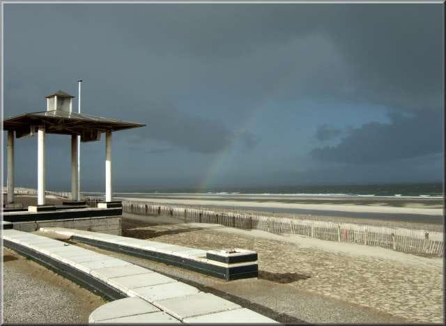 La plage après...