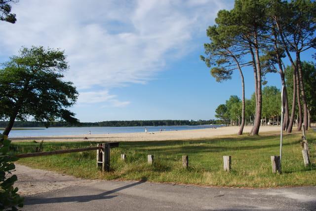 la plage au bord du lac