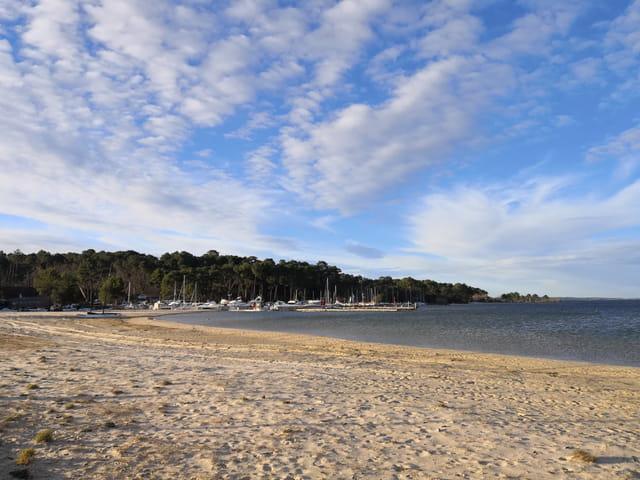 la plage de Port Maguide en mars