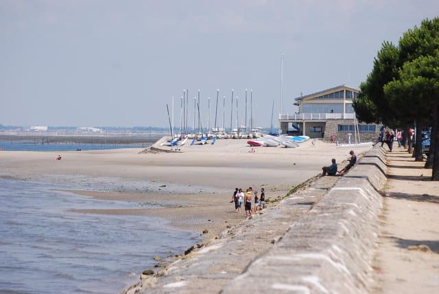 la plage du port