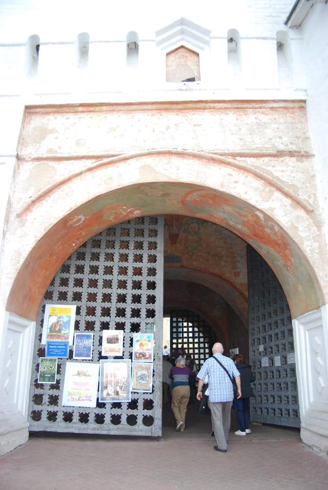 la porte d'entrée du Monastère de la Transfiguration du Sauveur