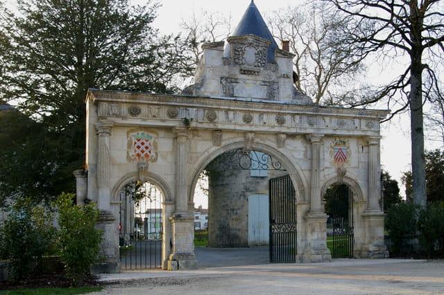 La porte du chateau de surgères