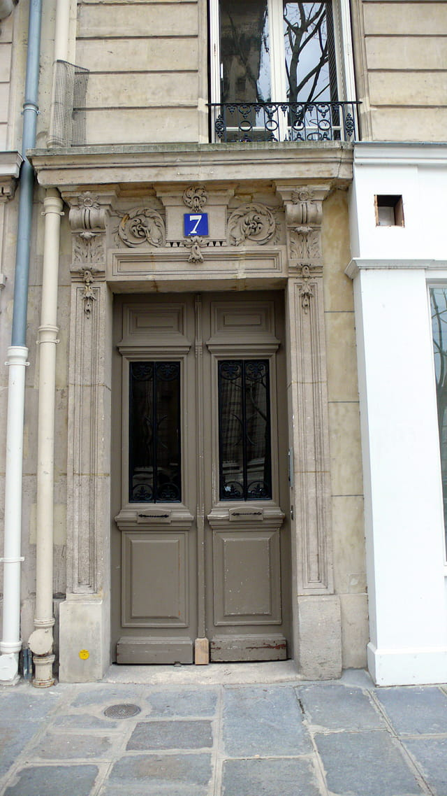 La porte grise