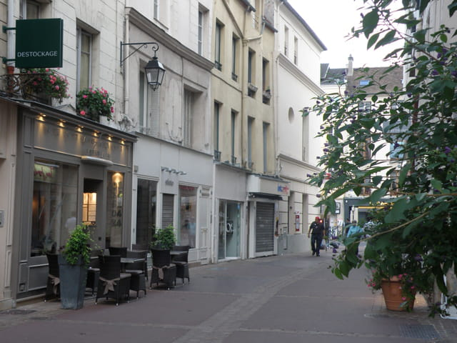 La rue des Louviers, à St-Germain-en-Laye