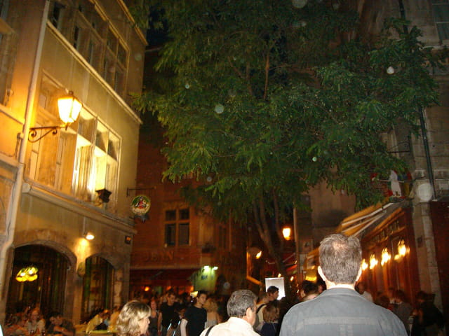 La rue principale du quartier médiéval et renaissance du Vieux-Lyon: la rue Saint-Jean