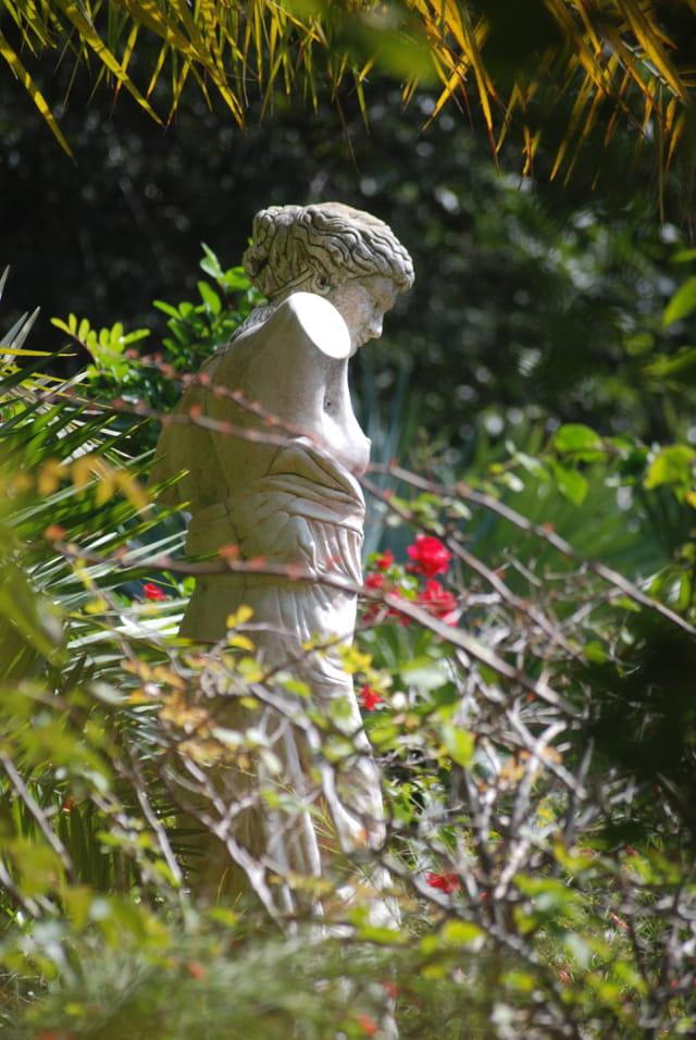 la statue au bras cassé