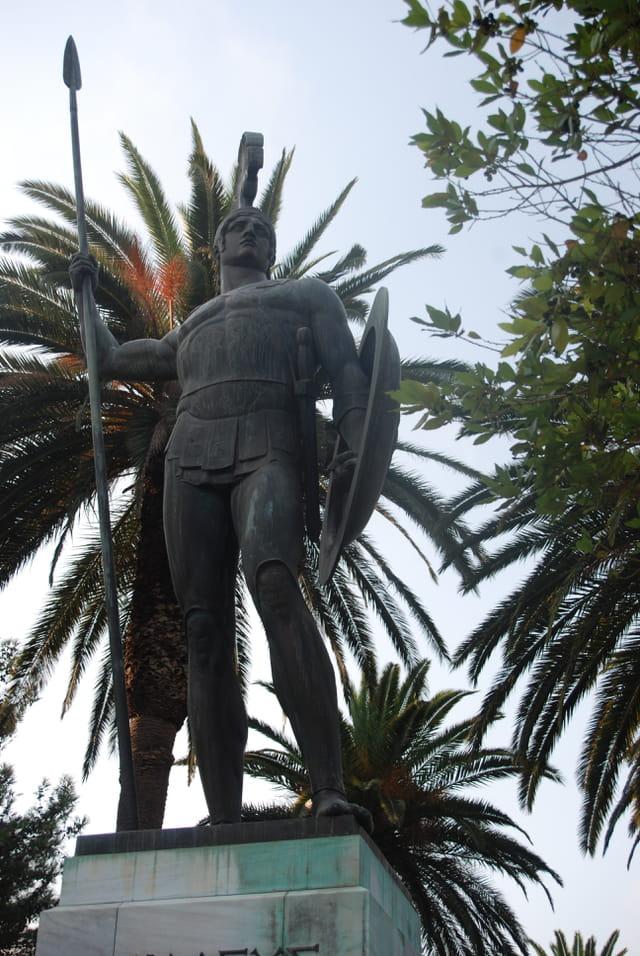 la statue d'Achille victorieux