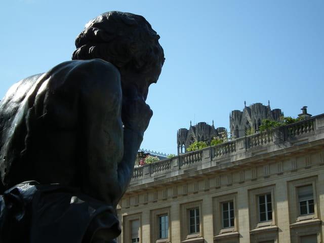 La statue rêveuse