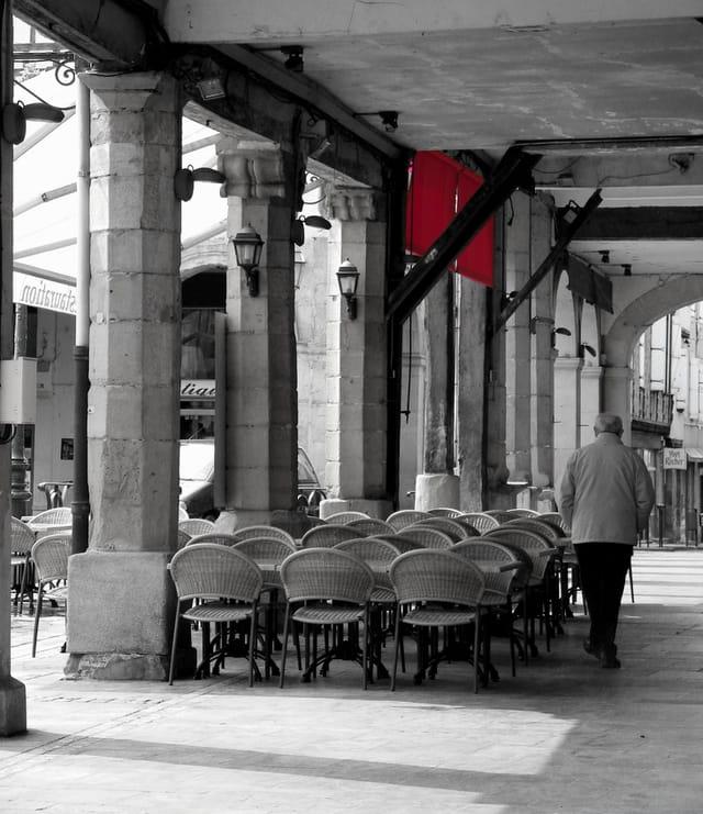 La terrasse au store rouge