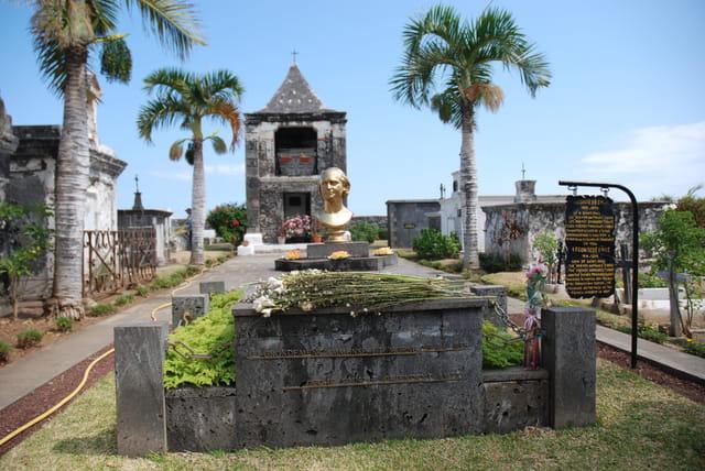 la tombe de Leconte de l'isle