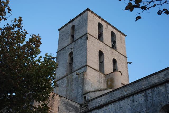 la tour carrée de la cathédrale