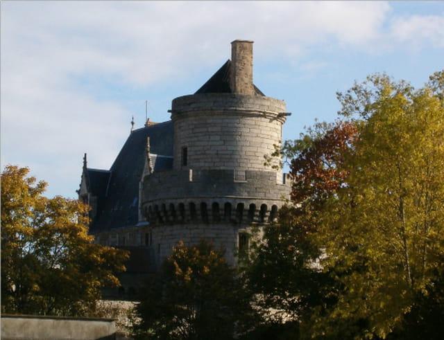 La tour couronnée