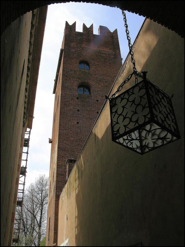 La tour du monastère ...