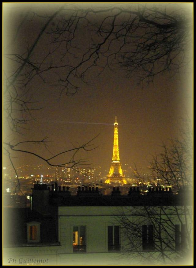 La Tour EIFFEL, la nuit.