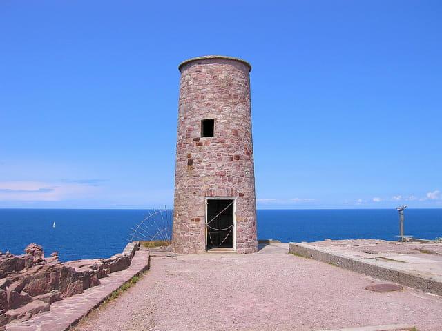 La tour face à la mer