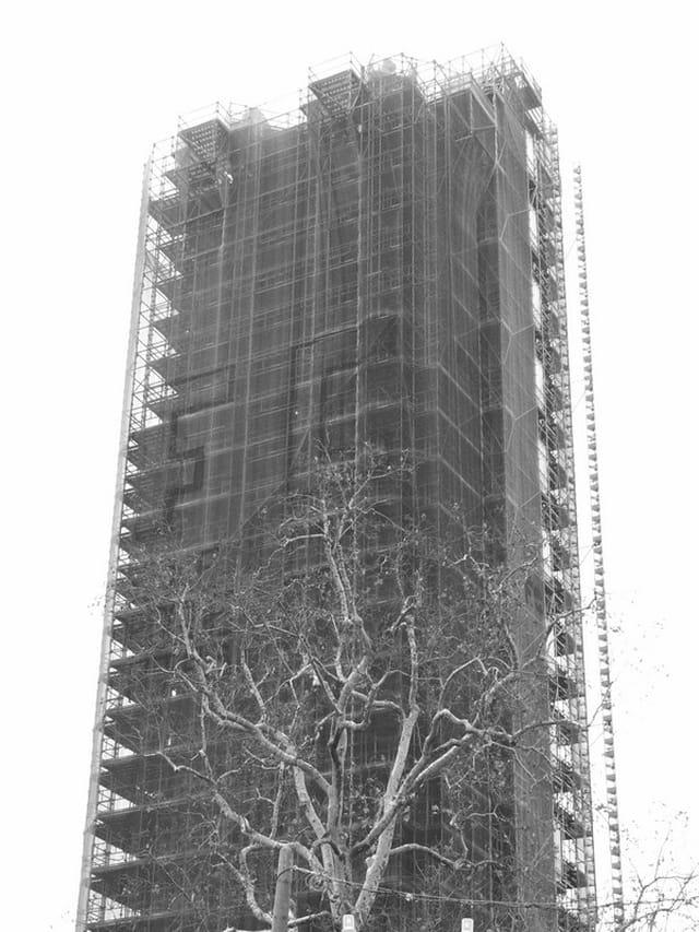 La tour Saint-Jacques habillée