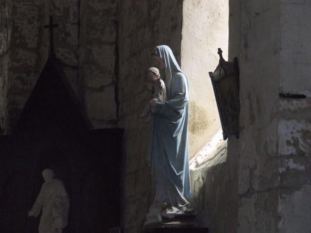 La vierge dans l ombre