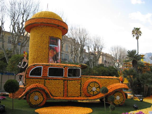 La voiture en citrons et oranges