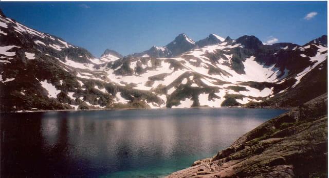 Lac en montagne