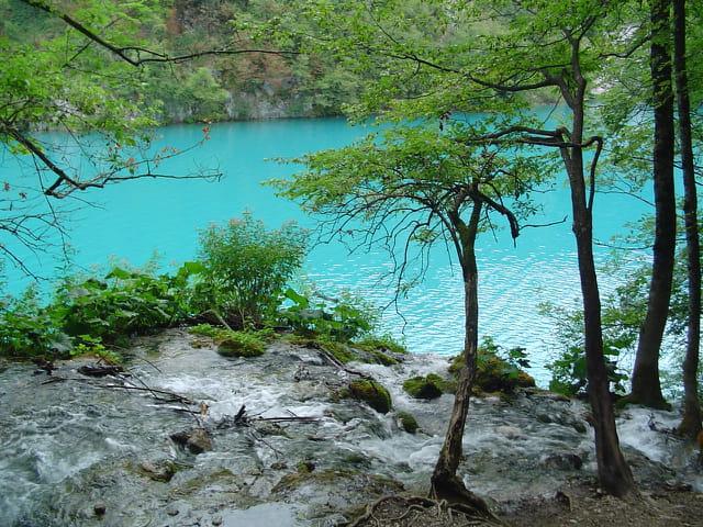 Lac et cascade