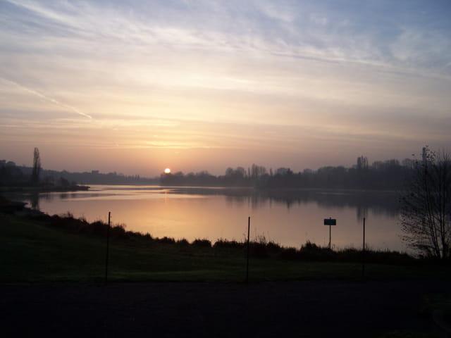 Lac Kir au lever du soleil